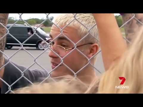 Justin Bieber meeting & talking to fans before leaving Queensland Australia for Sydney March 15 2017