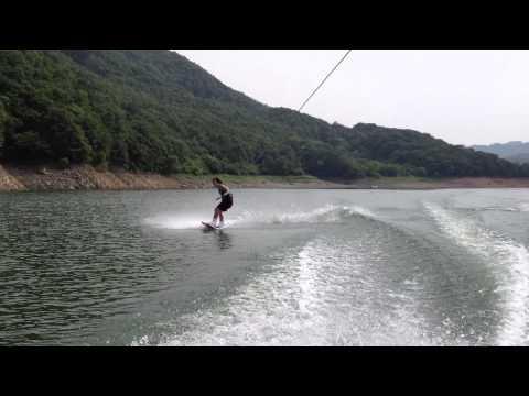 Wakeboarding in Korea - Kim Yongil in action