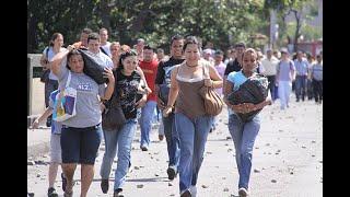 Miles de venezolanos cruzan Colombia a pie   Noticias Caracol