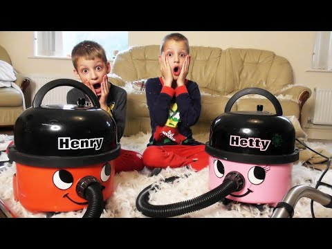 EPIC PILLOW FIGHT! ~ Henry Hoover Kids TRICK MAMA ONCE AGAIN! ~ Henry & Hetty HELP TO VACUUM UP MESS