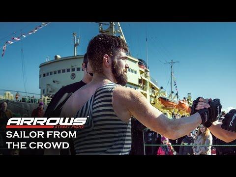 Моряк вышел из толпы на бой ВМФ !!!