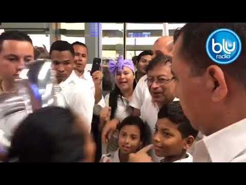 Masiva bienvenida a Petro en Santa Marta por parte de sus simpatizantes | Blu Radio