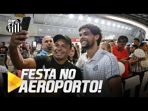 PEIXÃO É RECEBIDO PELOS TORCEDORES EM FORTALEZA