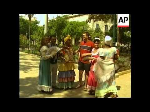 CUBA: HAVANA: CLOWN'S BENEFIT FROM TOURIST TRADE