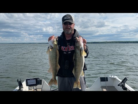 Pymatuning Walleye Fishing! Suspended Walleyes.