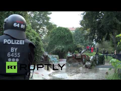 Germany: Police blast Antifa with water cannon as clashes erupt in Hamburg
