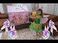 Elif Kendisine sihir yapıyor Winx Perisi Flora oluyor. Flora Winx puzzle oynuyor , toys unboxing