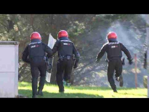 Carga policial y enfrentamientos en el campus de Leioa (Vizcaya)