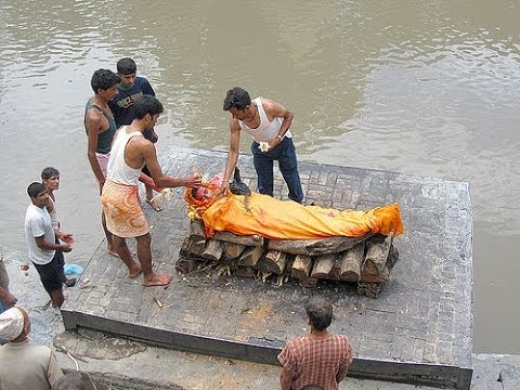 Hindu Cremations at Pashupatinath Temple in Kathmandu Nepal - YouTube