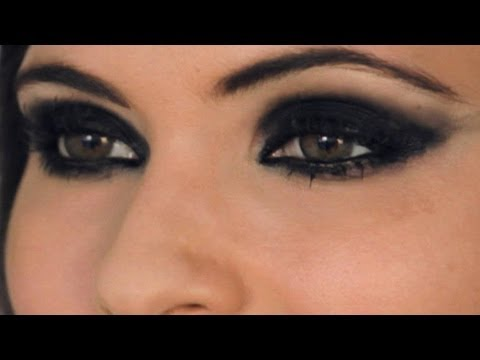 How To Do Emo Eyes | Makeup Lessons - YouTube