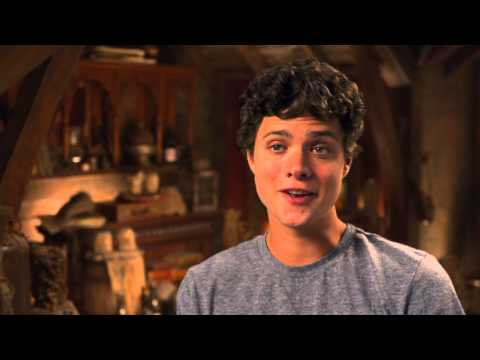Douglas Smith's Percy Jackson Sea of Monsters Interview - Celebs.com