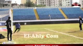 """بالفيديو.. زيزو يدرب """"عم حارث"""" على حراسة المرمى خلال تدريبات الأهلى"""