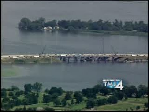 RAW CHOPPER 4 VIDEO: Crane collapse on Lake Butte des Morts