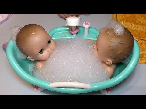Купание кукол Пупсиков Близняшек в ванной с пеной