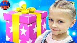 Влог Ярослава в БАТУТНОМ Центре Развлечения для детей - Покупаем ПОДАРОК для Варюше на День Рождения