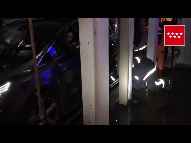 Pozuelo (Rescatada una mujer tras quedar atrapada en un túnel de lavado)