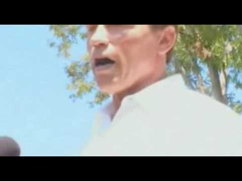 Arnold Schwarzenegger gets hit by an egg then replies. Great show of class