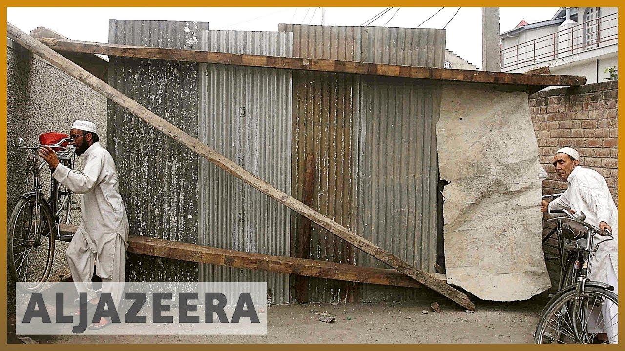 AlJazeera English:Kashmiris erect barricades to keep Indian soldiers at bay