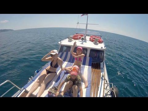 прогулки равно рыбная ловля  держи катере согласно морю