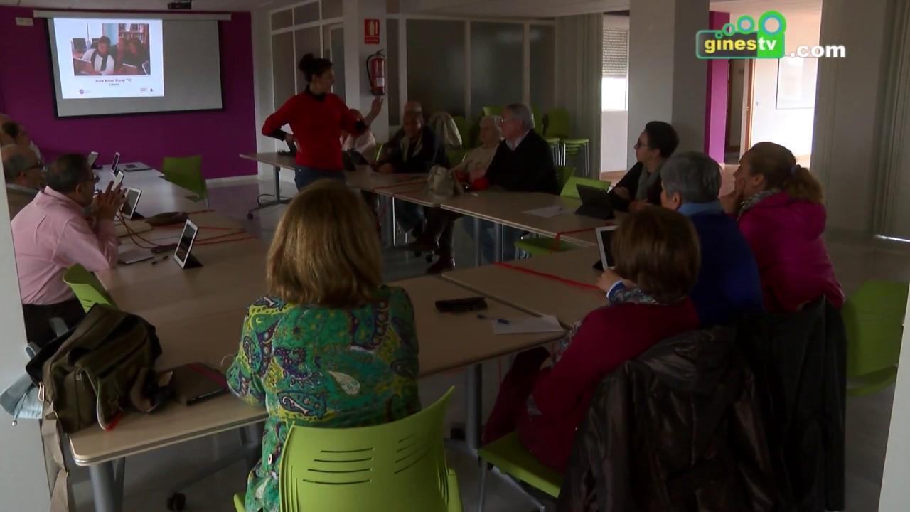 Mayores de Gines aprenden a utilizar sus móviles y tablets gracias a Rural Tic