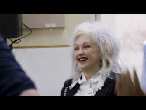 Kinky Boots | Cyndi Lauper surprises the new cast!