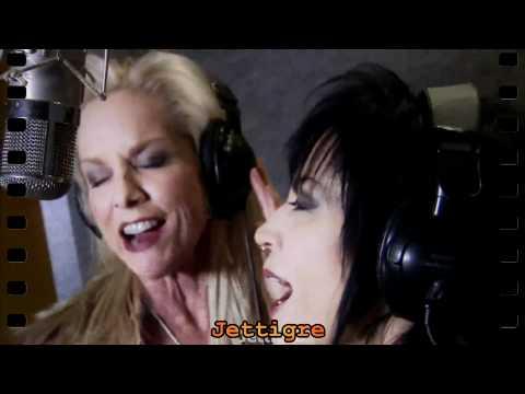 Joan Jett & Cherie Currie  Cherry Bomb 2010  Guitar Hero