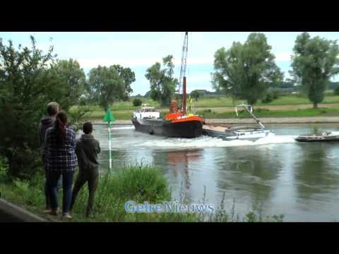 Schip vastgelopen op de IJssel