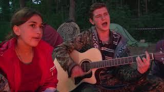 Песни перед костром в лагере Символик