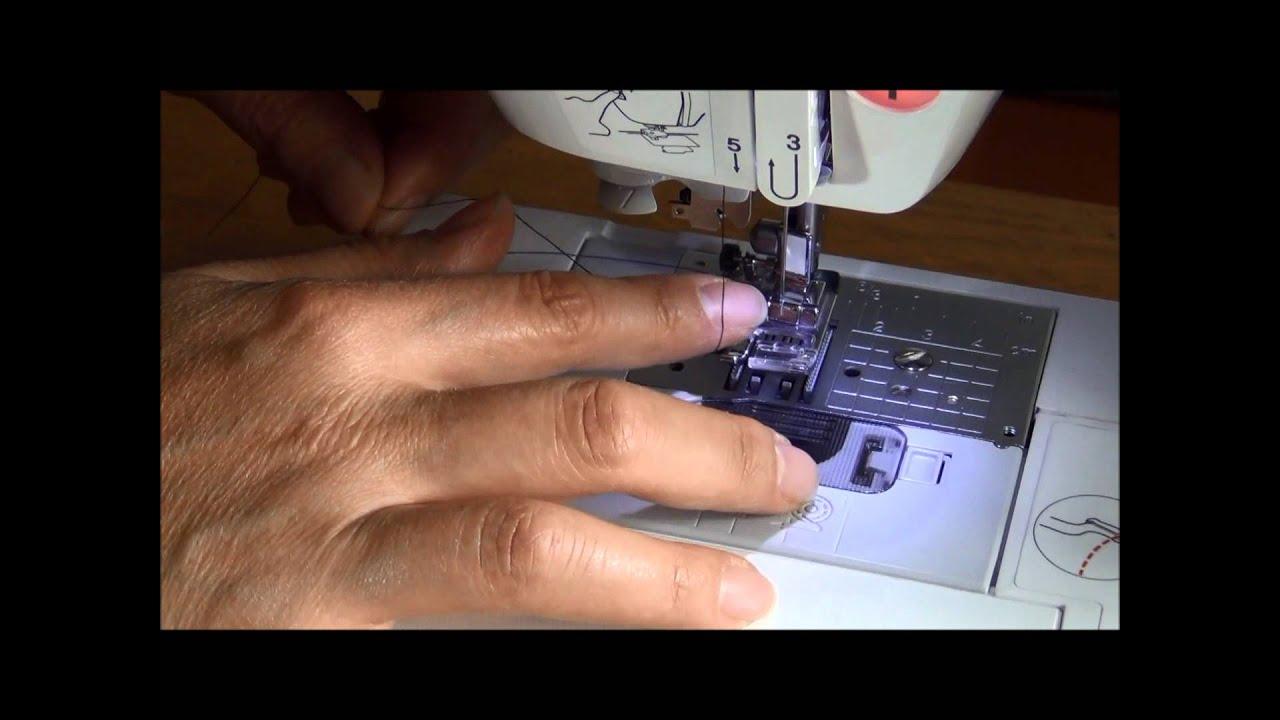 Cómo colocar el hilo superior en la máquina de coser - YouTube