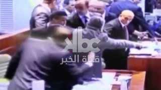 """اشبتاكات بين #نواب #المعارضة و #الأفلان على قانون #المالية #2016 """"لا لتجويع الشعب"""""""