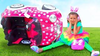 Max y Katy jugar con coches de juguete y tienda de dulces