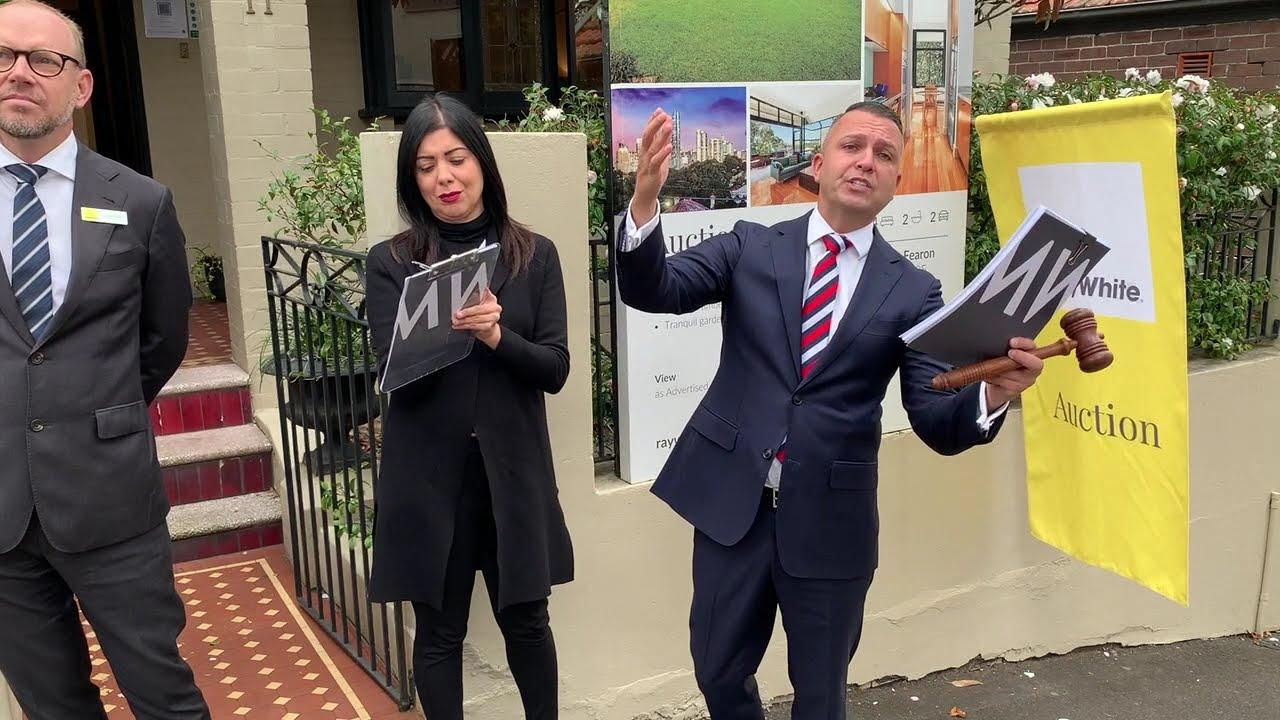 Birchgrove auction sees bidding war
