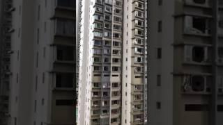 【天鴿風球】澳門寰宇中心 多個單位玻璃窗粉碎 (fb影片)