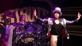"The Struts ""Battle of the crowd"" Austin,TX 10/29/2018"