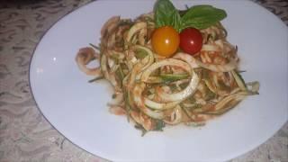 Сыроедческий спагетти из кабачков (цуккини) и томатного соуса. Вкусный рецепт.