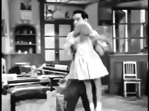 Cantinflas escena del corte de pelo a los niños