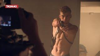 Fabian Feyaerts toont blote bast in nieuwe webserie 'Loezers'