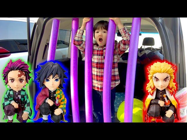 【寸劇】鬼滅の刃!牢屋に閉じ込められちゃった><お菓子を見つけて脱出するぞ!Kimetu no Yaiba【ロボットチャンネル Toys TV】
