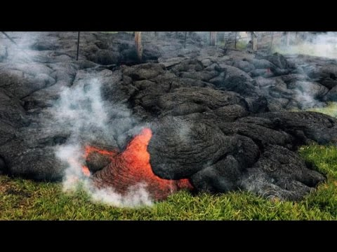 Lava flow threatening homes in Hawaii