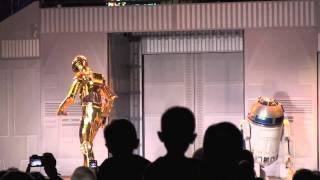 "C-3PO Moonwalks and does the robot dance to ""More"" by Usher at Disney"