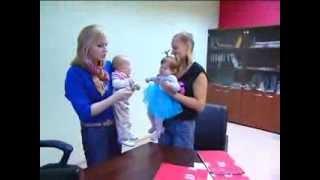 видео Со скольки месяцев можно ребенка сажать комаровский