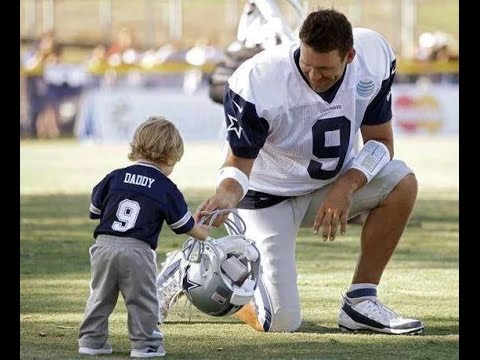 Adorable Pictures of NFL Players Caught Being Dads