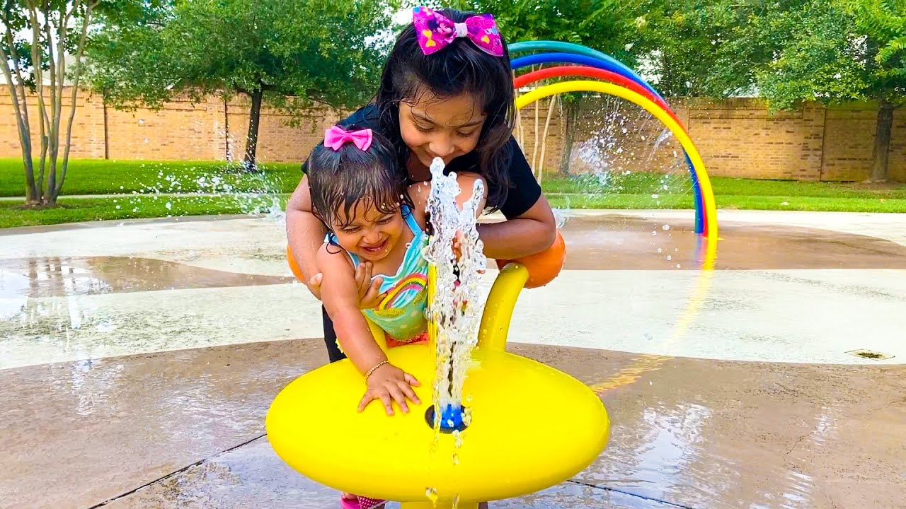 Zoey & Ana Have Fun at the River Park Splash Pad  - ZMTW