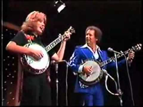 BUCK TRENT And WENDY HOLCOMBE DUELING BANJOS FOGGY