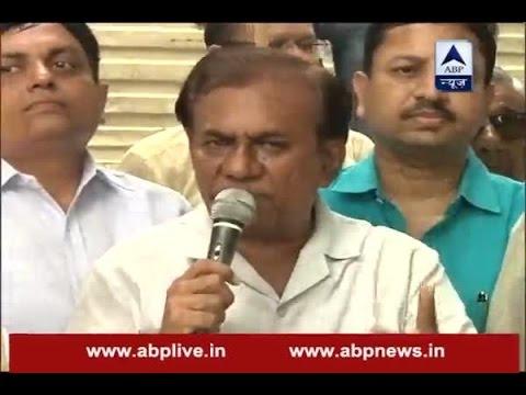 Jain community protests outside CM Arvind Kejriwal's house over Vishal Dadlani's tweet