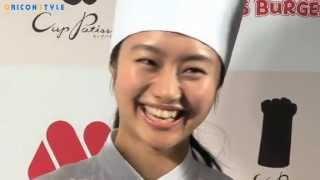 女優の忽那汐里(20)が5日、都内で行われたモスバーガー新スイーツ商品...