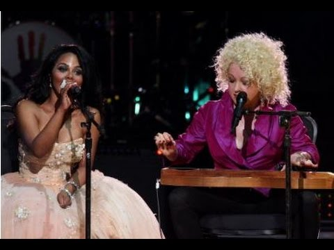 Lil' Kim & Cyndi Lauper perform 'Time After Time/Lighters Up' (HD)