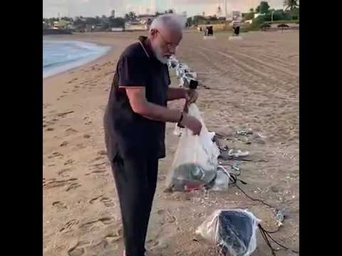 Watch Pm Modi Plogging On Mamallapuram Beach In Tamil Nadu Youtube