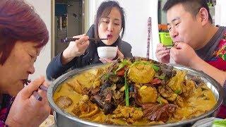 【超小厨】东北榛蘑配公鸡,大铁锅上线,炖出来就是香,今天火锅继续走起!