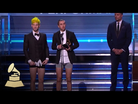 Twenty One Pilots Wins Best Pop Duo /...